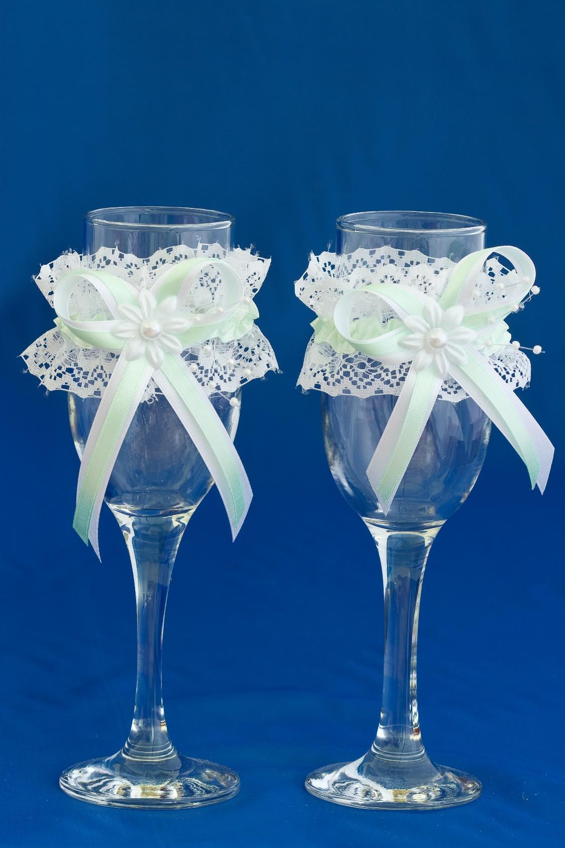 Как украсить бокалы на свадьбу своими руками кружевом
